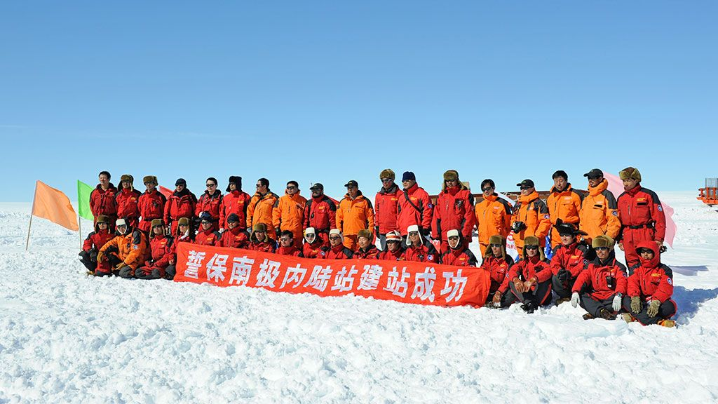 Dome A traverse team - © International Polar Foundation