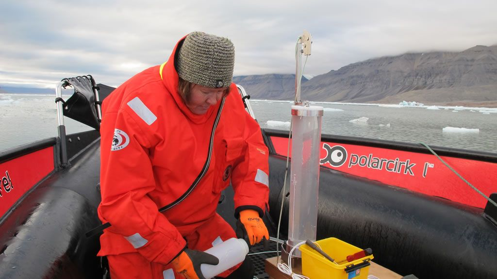 Agneta Fransson from the Norwegian Polar Institute taking samples while on expedition. - © Agneta Fransson, Norwegian Polar Institute