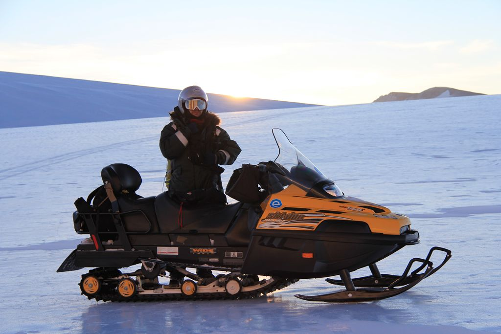 2008 laureate Elie Verleyen poses with a skidoo. - © René Robert