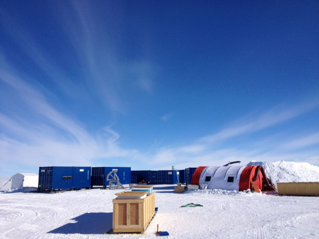 Lake Ellsworth project basecamp - © Subglacial Lake Ellsworth Consortium