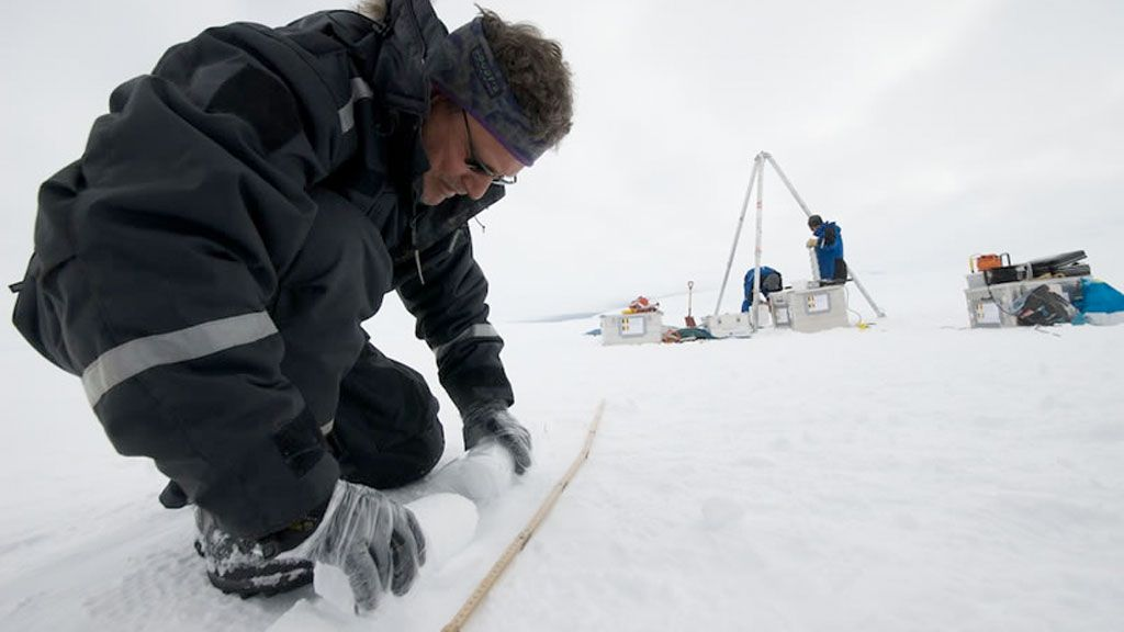 Measuring the movement of the Antarctic Ice Sheet - © International Polar Foundation / René Robert